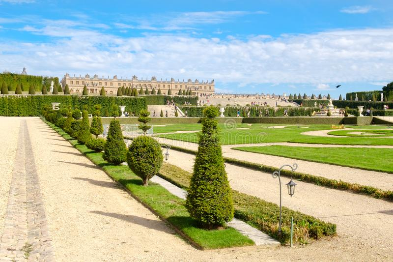 Οι κήποι του βασιλικού παλατιού των Βερσαλλιών κοντά στο Παρίσι στη Γαλλία στοκ εικόνες