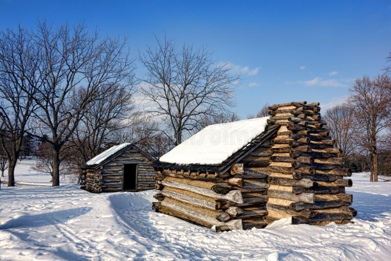 Οι καμπίνες κούτσουρων στο χιόνι στην κοιλάδα σφυρηλατούν το εθνικό πάρκο στοκ εικόνα με δικαίωμα ελεύθερης χρήσης