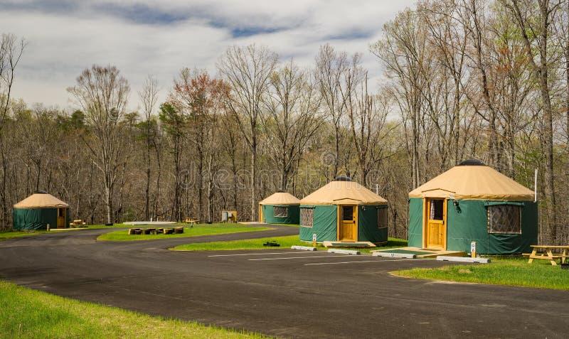 Οι καμπίνες Yurts εξερευνούν το πάρκο, Roanoke, Βιρτζίνια, ΗΠΑ στοκ εικόνα με δικαίωμα ελεύθερης χρήσης