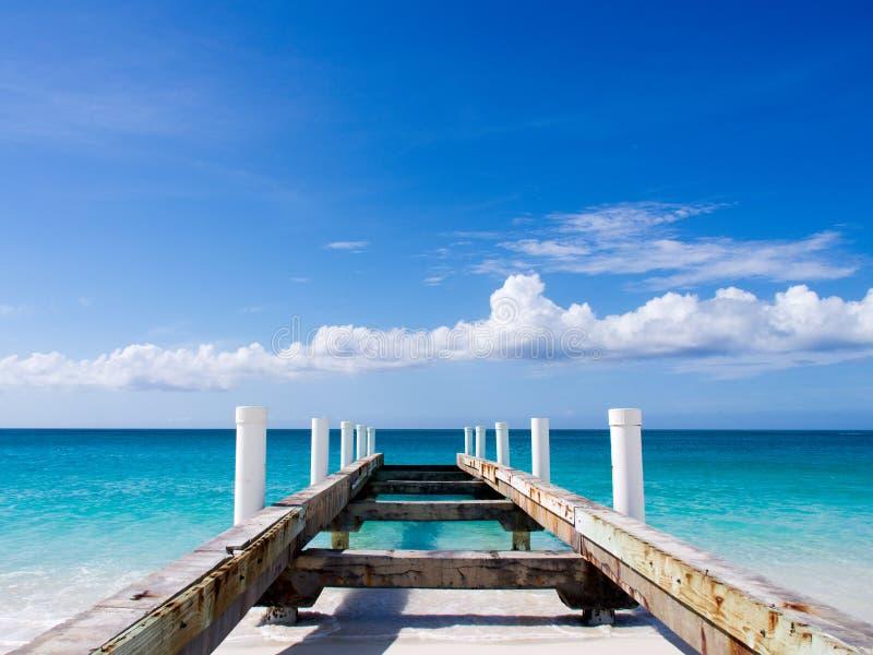 Οι Καραϊβικές Θάλασσες έπλυναν έξω την αποβάθρα στοκ εικόνα με δικαίωμα ελεύθερης χρήσης
