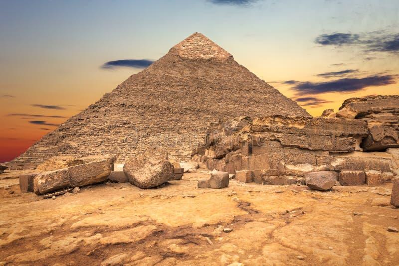 Οι καταστροφές ναών και η πυραμίδα Khafre, Giza, Αίγυπτος στοκ εικόνες με δικαίωμα ελεύθερης χρήσης