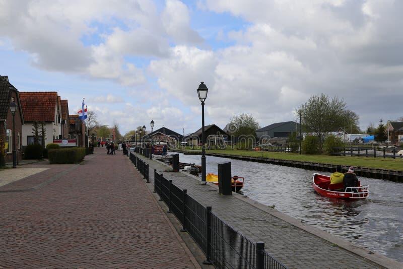 Οι ΚΑΤΩ ΧΏΡΕΣ - 13 Απριλίου: Χωριό νερού σε Giethoorn, οι Κάτω Χώρες στις 13 Απριλίου 2017 στοκ εικόνα