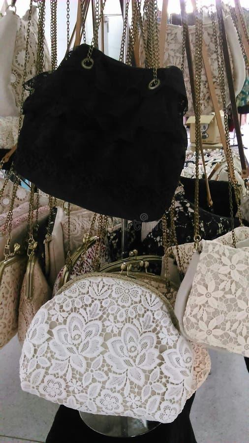 Οι κυρίες δένουν τις τσάντες στοκ φωτογραφία με δικαίωμα ελεύθερης χρήσης