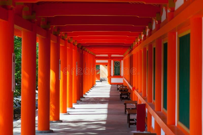 Οι κόκκινοι στυλοβάτες sanjusangen-κάνουν μέσα το βουδιστικό ναό στο Κιότο στοκ εικόνα με δικαίωμα ελεύθερης χρήσης
