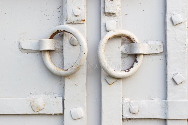 Οι κλειστές πόρτες σιδήρου στοκ φωτογραφίες