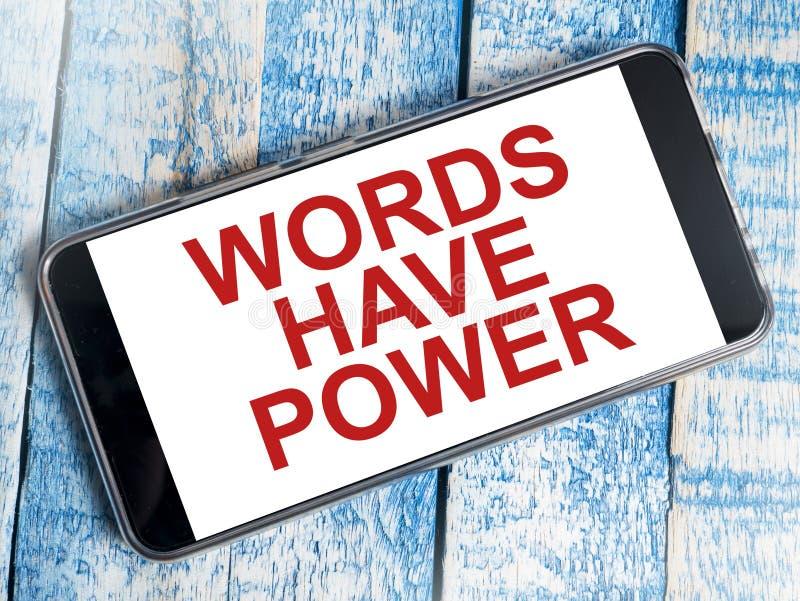 Οι λέξεις έχουν τη δύναμη, κινητήρια έννοια αποσπασμάτων λέξεων στοκ εικόνα με δικαίωμα ελεύθερης χρήσης