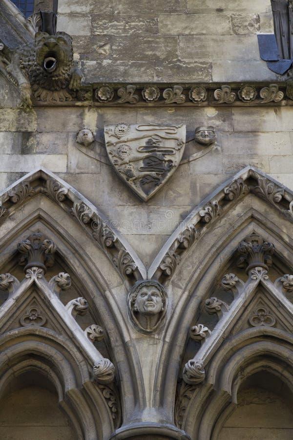 Οι λεπτομέρειες χάρασαν σε ένας από τους εξωτερικούς τοίχους του μοναστήρι του Westminster που ιδρύθηκαν από Benedictine τους μον στοκ εικόνες με δικαίωμα ελεύθερης χρήσης