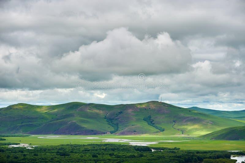 Οι λόφοι και τα σύννεφα στον υγρότοπο Arguna στοκ εικόνες με δικαίωμα ελεύθερης χρήσης