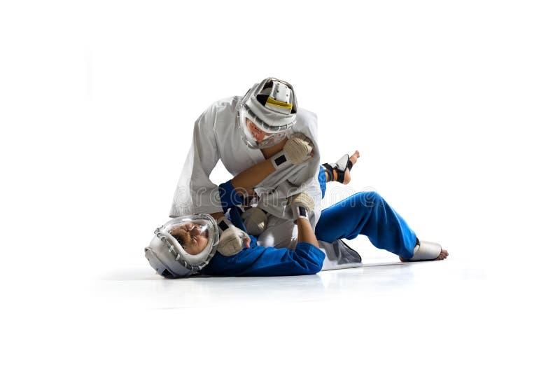 Οι μαχητές Kudo παλεύοντας απομονώνουν στοκ εικόνα