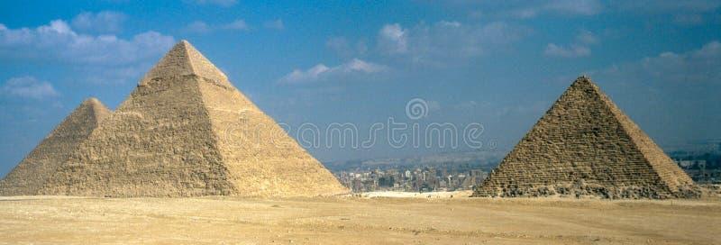 Οι μεγάλες πυραμίδες σε Giza στοκ εικόνες