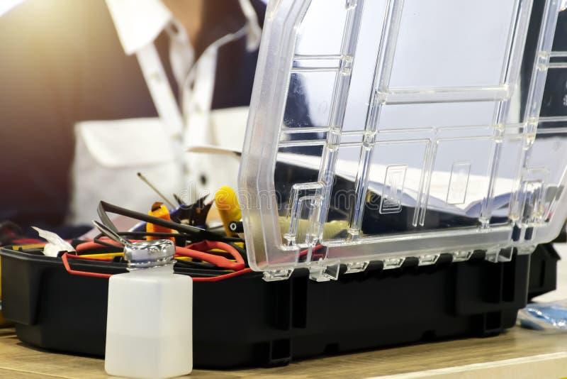 Οι μηχανικοί καινοτομούν στην καινοτομία Πολλά μηχανικά εργαλεία είναι στοκ φωτογραφία με δικαίωμα ελεύθερης χρήσης