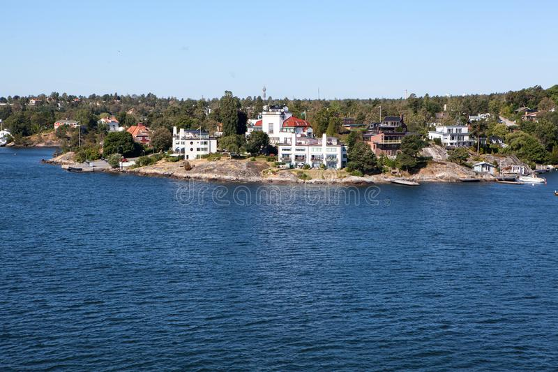 Οι μικρές σουηδικές οργανώσεις είναι στην ακτή του αρχιπελάγους της Στοκχόλμης στη θάλασσα της Βαλτικής, Σουηδία, Σκανδιναβία στοκ εικόνα με δικαίωμα ελεύθερης χρήσης