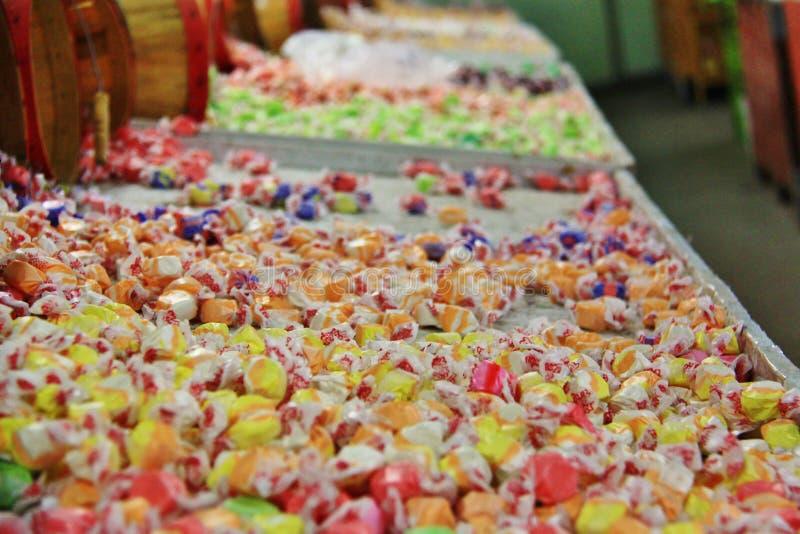 Οι μικτές ζωηρόχρωμες καραμέλες στα τοπικά φρούτα ψωνίζουν, έμπορος σε Princeton, Keremeos, Βρετανική Κολομβία στοκ φωτογραφίες με δικαίωμα ελεύθερης χρήσης