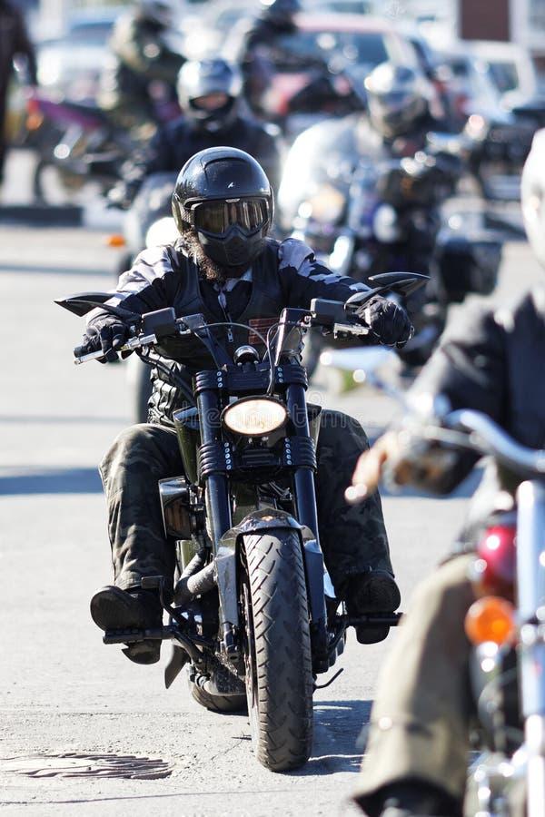 Οι μοτοσυκλετιστές στη συνεδρίαση αφιέρωσαν στο κλείσιμο της εποχής οδήγησης στοκ εικόνες με δικαίωμα ελεύθερης χρήσης