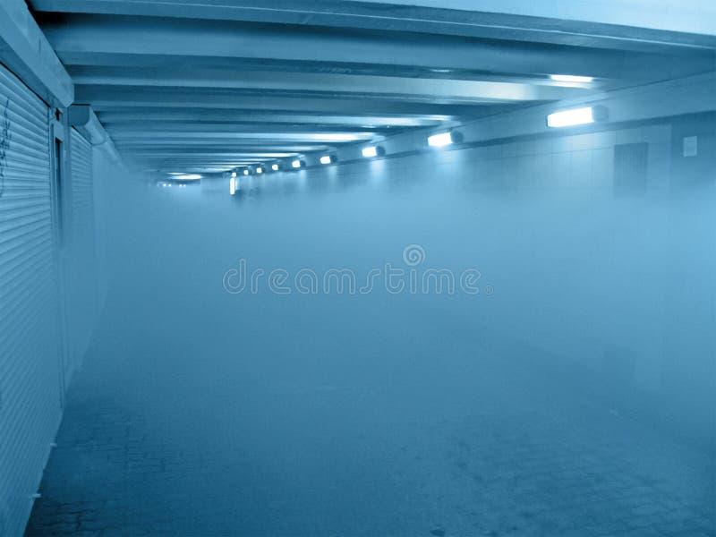 οι μπλε λεπτομέρειες βάζουν φωτιά στην εσωτερική σήραγγα αιθαλομίχλης στοκ φωτογραφία με δικαίωμα ελεύθερης χρήσης