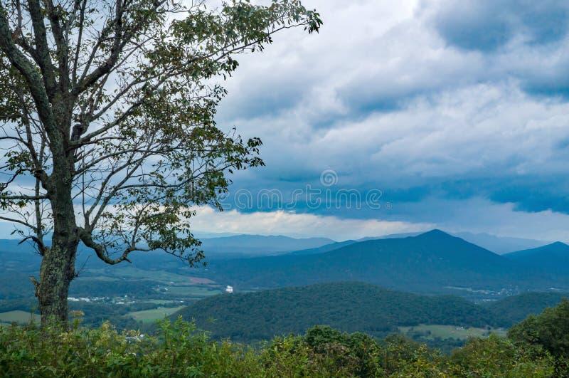 Οι μύλοι Gap και ο ποταμός του James αγνοούν, Βιρτζίνια ΗΠΑ στοκ εικόνες