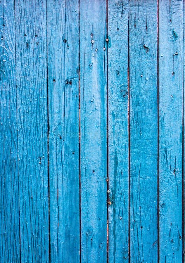 Οι ξύλινοι πίνακες είναι χρωματισμένοι σε ένα σκούρο μπλε χρώμα Ο παλαιός πόνος στοκ φωτογραφία με δικαίωμα ελεύθερης χρήσης