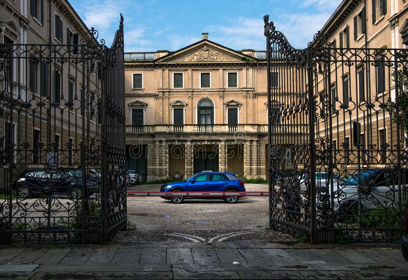 Οι οδοί της παλαιάς πόλης και τα παλάτια της Βερόνα r στοκ εικόνες με δικαίωμα ελεύθερης χρήσης