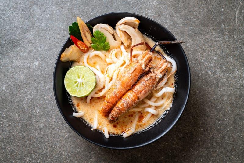 οι πικάντικες γαρίδες udon το νουντλς (Tom Yum Goong στοκ εικόνα με δικαίωμα ελεύθερης χρήσης