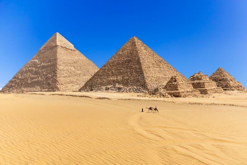 Οι πυραμίδες Giza στην έρημο της Αιγύπτου στοκ φωτογραφία με δικαίωμα ελεύθερης χρήσης