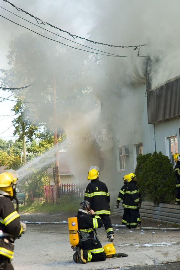 οι πυροσβέστες κινούνται στοκ φωτογραφία με δικαίωμα ελεύθερης χρήσης