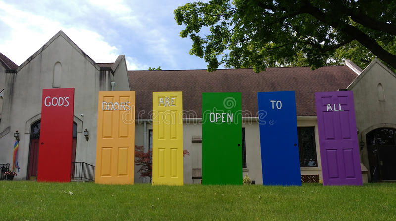 Οι πόρτες Θεών ` s είναι ανοικτές σε όλες, υπερηφάνεια LGBT, NJ, ΗΠΑ στοκ εικόνα με δικαίωμα ελεύθερης χρήσης
