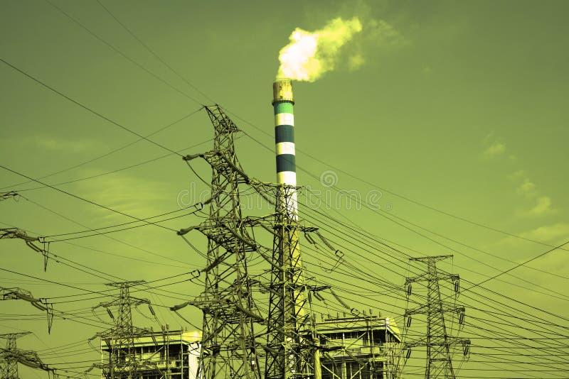 Οι πύργοι μετάδοσης δύναμης του υποβάθρου ουρανού στοκ φωτογραφία με δικαίωμα ελεύθερης χρήσης