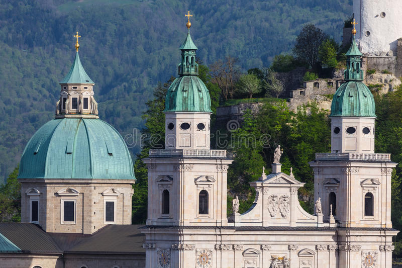 Οι πύργοι του καθεδρικού ναού του Σάλτζμπουργκ, Αυστρία στοκ εικόνες με δικαίωμα ελεύθερης χρήσης