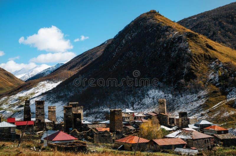 Οι πύργοι Svan στο χωριό Chazhashi σε Ushguli διαλέγονται στο πόδι του βουνού Καύκασος, ανώτερο Svaneti, Γεωργία στοκ φωτογραφία με δικαίωμα ελεύθερης χρήσης