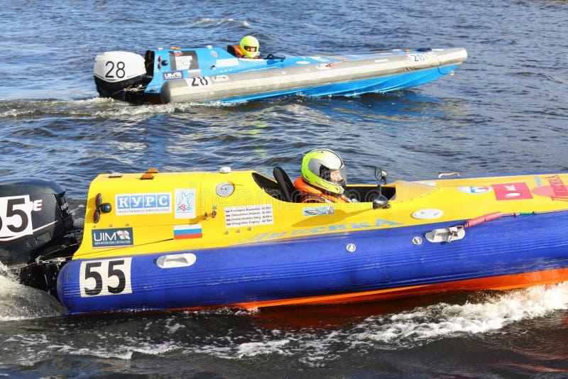 Οι ρωσικοί αθλητές στον αγώνα Powerboat παρουσιάζουν 2012 στοκ εικόνα με δικαίωμα ελεύθερης χρήσης