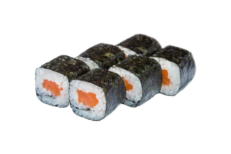 Οι ρόλοι, σούσια ευθυγράμμισαν σε ένα άσπρο υπόβαθρο, ιαπωνικά τρόφιμα, που τυλίχτηκαν στα άλγη, το ρύζι και τα ψάρια, τα λαχανικ στοκ εικόνα με δικαίωμα ελεύθερης χρήσης