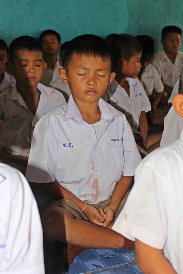 Οι σπουδαστές εκπαιδεύουν τη συγκέντρωση στοκ εικόνα