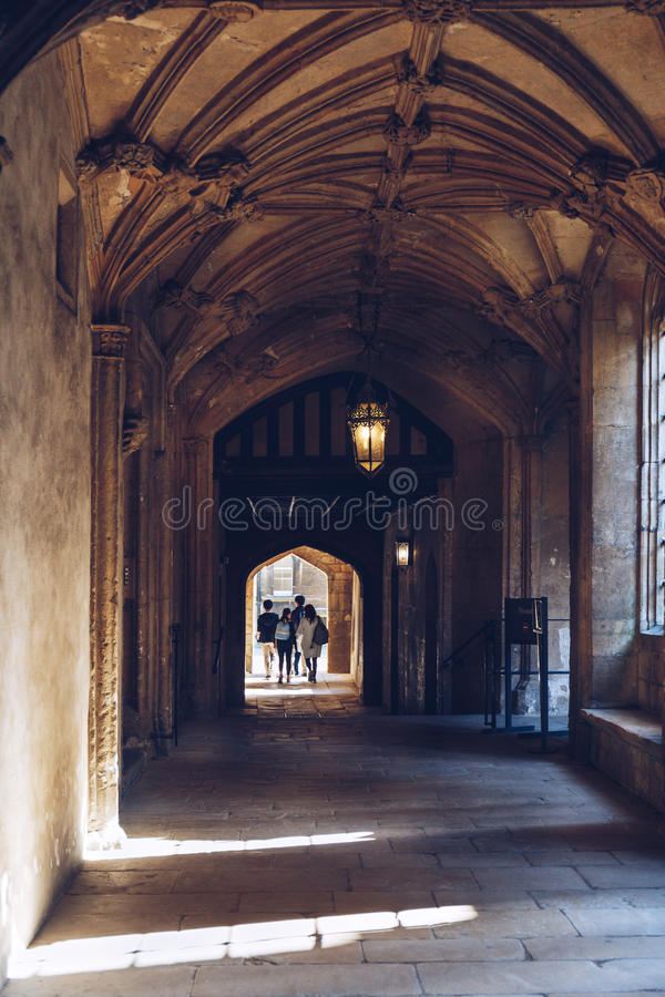 Οι σπουδαστές περπατούν μέσα στο κολλέγιο εκκλησιών Χριστού, Οξφόρδη στοκ εικόνα με δικαίωμα ελεύθερης χρήσης