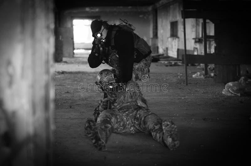 Οι στρατιώτες με m4 στοκ φωτογραφίες με δικαίωμα ελεύθερης χρήσης