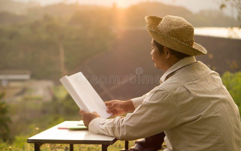 Οι ταϊλανδικοί αγρότες μαθαίνουν τις επαγγελματικές δεξιότητες ανάπτυξης στοκ φωτογραφία με δικαίωμα ελεύθερης χρήσης