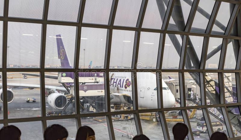 Οι ταϊλανδικές αερογραμμές airbus A380 στάθμευσαν στον αερολιμένα Suvarnabhumi στοκ εικόνες