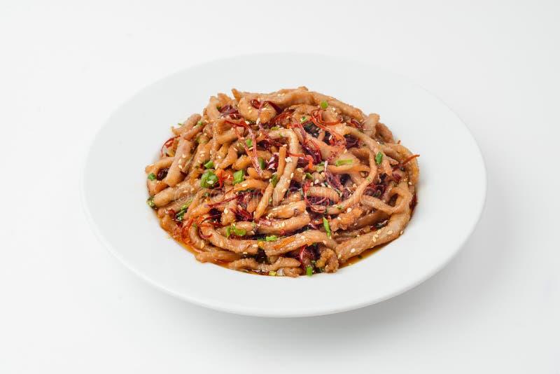 Οι τηγανισμένες γαρίδες επάνω το κρέας με τα λαχανικά που απομονώθηκαν στο λευκό στοκ εικόνα