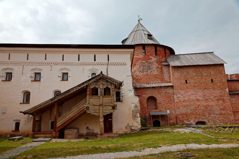 Οι τοίχοι της παλαιάς πόλης και οι πύργοι Veliky Novgorod, Ρωσία Ξύλινο μέρος στοκ φωτογραφία με δικαίωμα ελεύθερης χρήσης