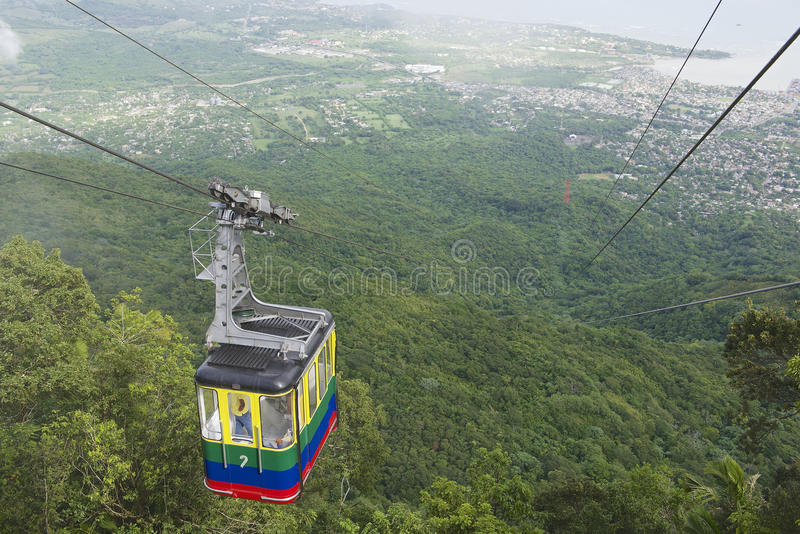Οι τουρίστες οδηγούν το τελεφερίκ στην κορυφή Pico Isabel de Torres, Puerto Plata, Δομινικανή Δημοκρατία στοκ φωτογραφία με δικαίωμα ελεύθερης χρήσης