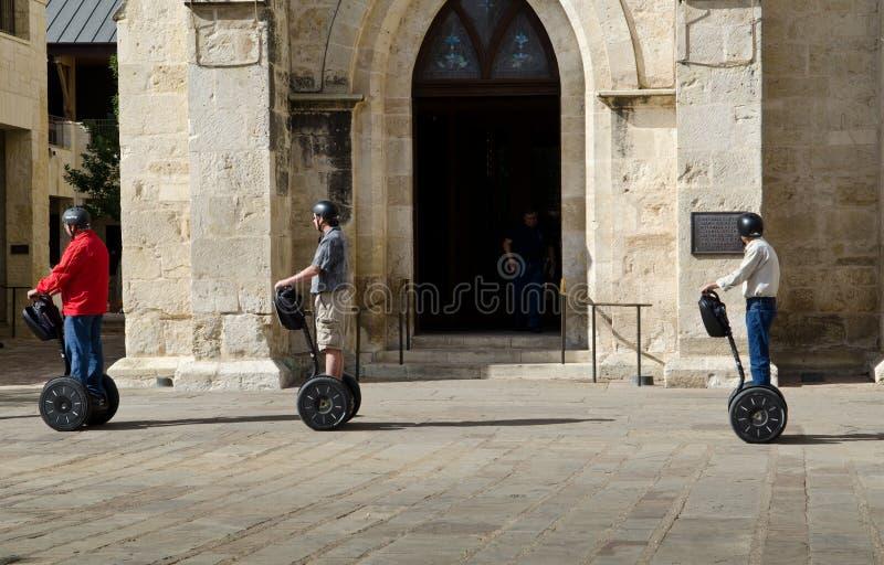 Οι τουρίστες που επισκέπτονται σε ένα Segway περιοδεύουν στοκ εικόνα με δικαίωμα ελεύθερης χρήσης