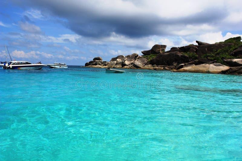 Οι τουρίστες σε μια βάρκα σκοντάφτουν στοκ εικόνες
