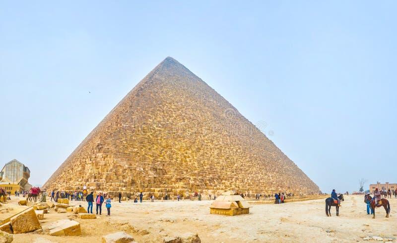 Οι τουρίστες στη νεκρόπολη Giza, Αίγυπτος στοκ εικόνα με δικαίωμα ελεύθερης χρήσης