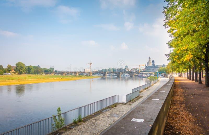 Οι τράπεζες του Elbe στη Δρέσδη στοκ εικόνες