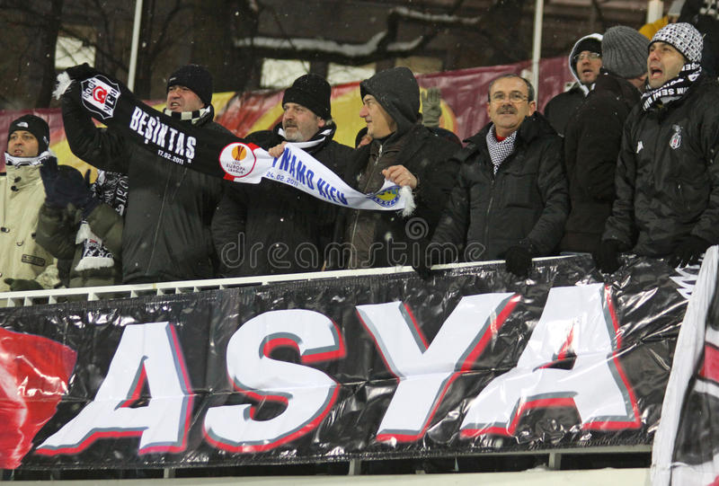 Οι υποστηρικτές FC Besiktas εμφανίζουν υποστήριξή τους στοκ εικόνα