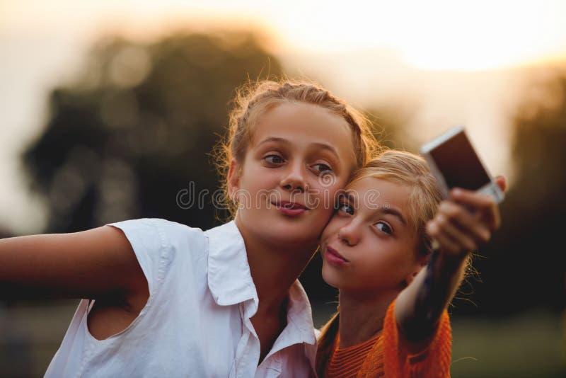 Οι φίλοι selfie στοκ εικόνες