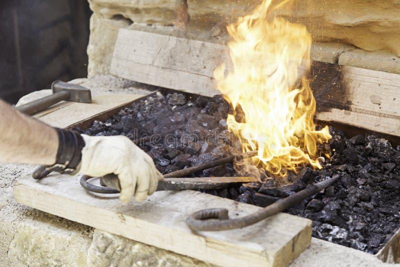 Οι φλόγες σφυρηλατούν στοκ εικόνες με δικαίωμα ελεύθερης χρήσης