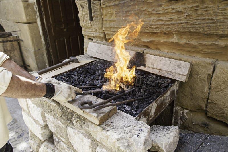 Οι φλόγες σφυρηλατούν στοκ εικόνες