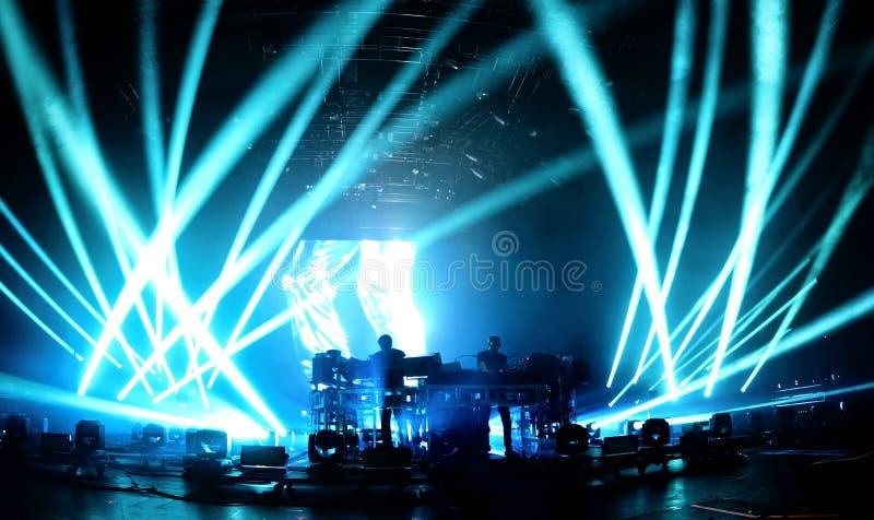 Οι χημικοί αδελφοί (ηλεκτρονική ζώνη μουσικής χορού) στη συναυλία στο φεστιβάλ σόναρ στοκ εικόνες