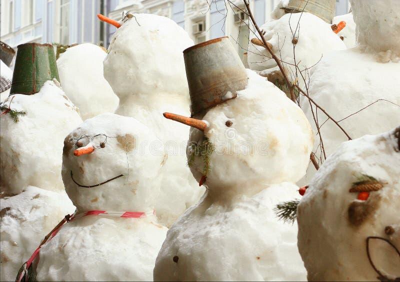 Οι χιονάνθρωποι συσσωρεύουν κοντά επάνω τη φωτογραφία ελεύθερη απεικόνιση δικαιώματος