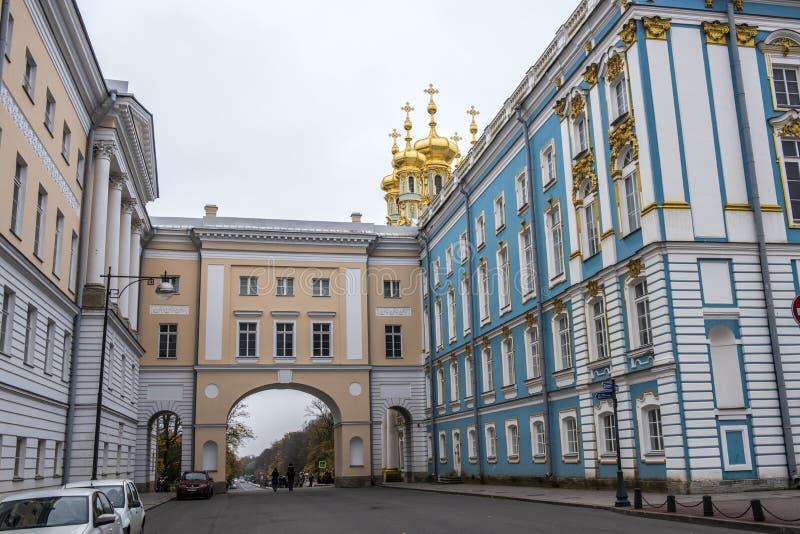 Οι χρυσοί θόλοι του παλατιού της Catherine ` s μια χειμερινή ημέρα σε Pushkin, Άγιος Πετρούπολη, Ρωσία στοκ φωτογραφίες